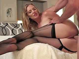 Thick Ass Mom Mona Wales Fucks Wildly With Young Hunk New 30 Jul 2018 Sunporno