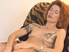 Tattooed Lady Gets Herself Off Free Mature Porn Video 08